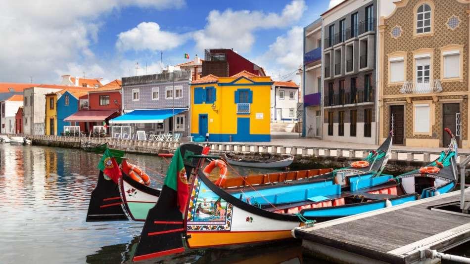 Avec un guide local à la découverte du Centre du Portugal, des villes de Coimbra, Luso, Buçaco, Aveiro et Ílhavo et de leurs principaux centres d'intérêts.