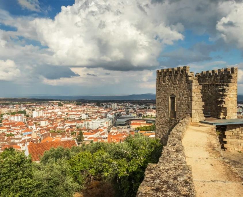 Ville stratégiquement importante dont l'origine de sa naissance divise les historiens entre une genèse romaine et carthaginoise, au 13ème siècle avec la reconquête par les Templiers aux Maures, Castelo Branco connaît son essor.