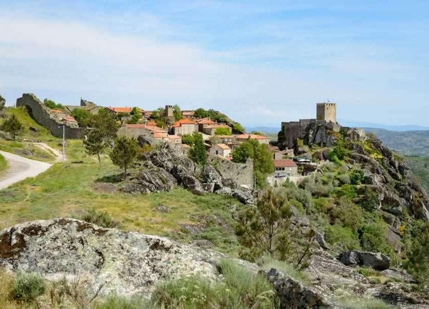 A 13 km de Sabugal, Sortelha est construit sur les fondations d'un ancien fort romain au 13ème siècle.