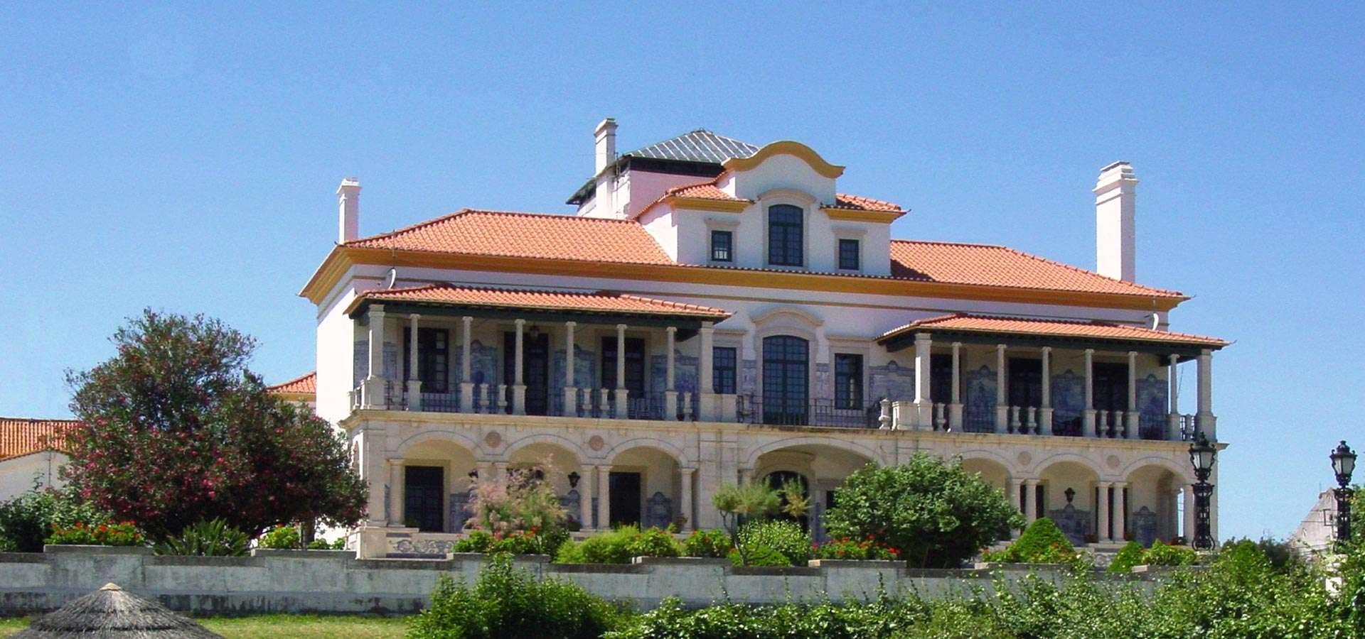 SEP Voyages en collaboration avec les Solares du Portugal, vous propose à travers un circuit de 15 jours de découvrir un pays d'une manière originale : son vin et son héritage architectural.