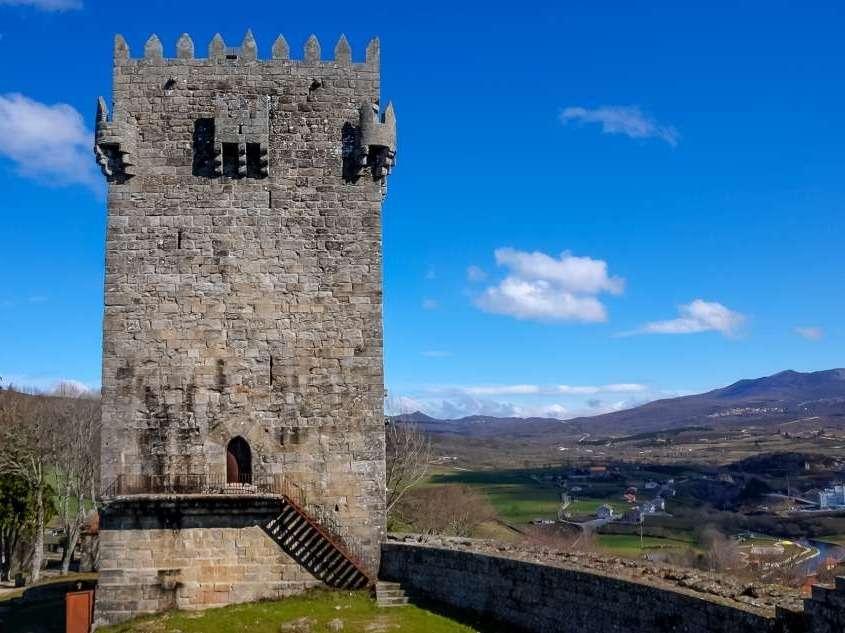 Construit au 13ème siècle et achevé au 14ème, ce château luttera contre les invasions du Royaume de Castille.
