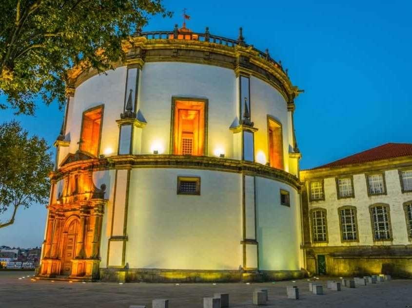 Construit au 16ème siècle, transformé en forteresse improvisée durant le siège de Porto en 1832, cet édifice est le symbole de la ville de Gaia et Patrimoine Mondial de l'UNESCO depuis 1996.