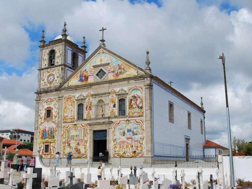 Construite au 18ème siècle, ses murs extérieurs et intérieurs sont recouverts de marbre et de milliers d'azulejos de toutes les couleurs qui lui confèrent un style très propre.