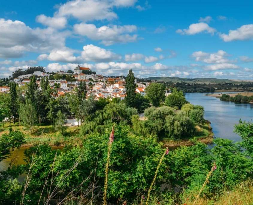 L'un des endroits populationnelles des plus anciens du Portugal, avec des vestiges grecs, phéniciens et carthaginois remontant au 8ème siècle.