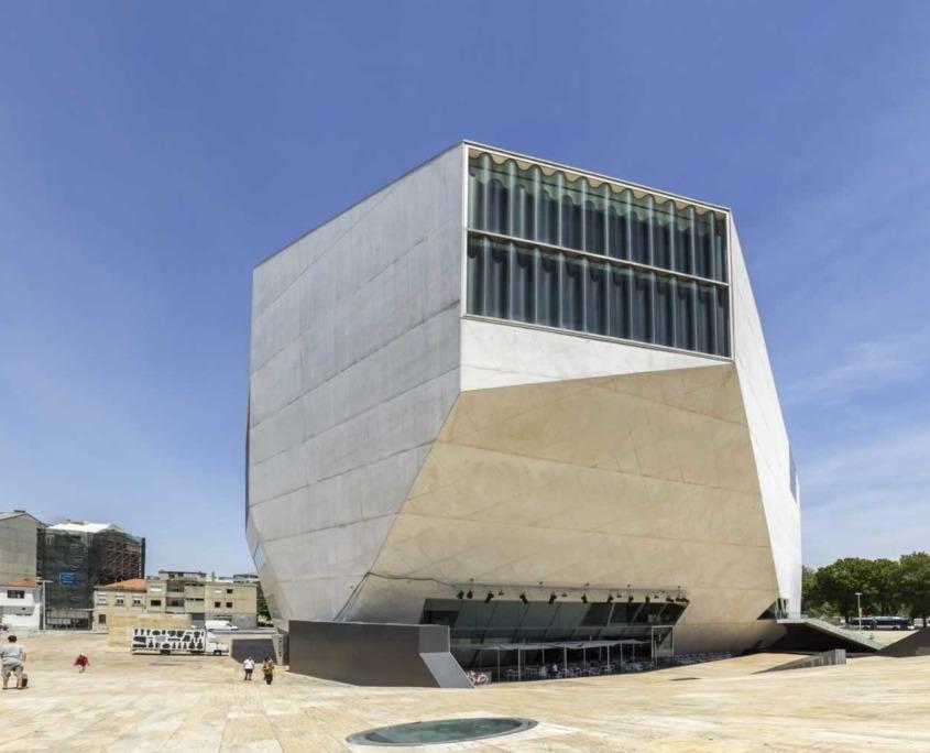 Son architecture audacieuse signée par Rem Koolhaas et son programme musical varié font de la Casa da Música un symbole de Porto.