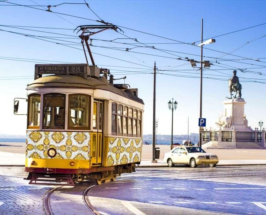Le tramway et notamment sa romantique ligne 28 est un excellent moyen de voyager à travers les époques et les quartiers historiques de la ville.