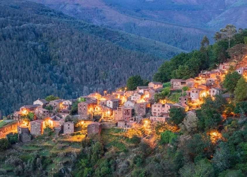 Situé en pleine Serra da Lousã, sur le versant nord, Talasnal est composé de petites maisons à la couleur sombre due au schiste