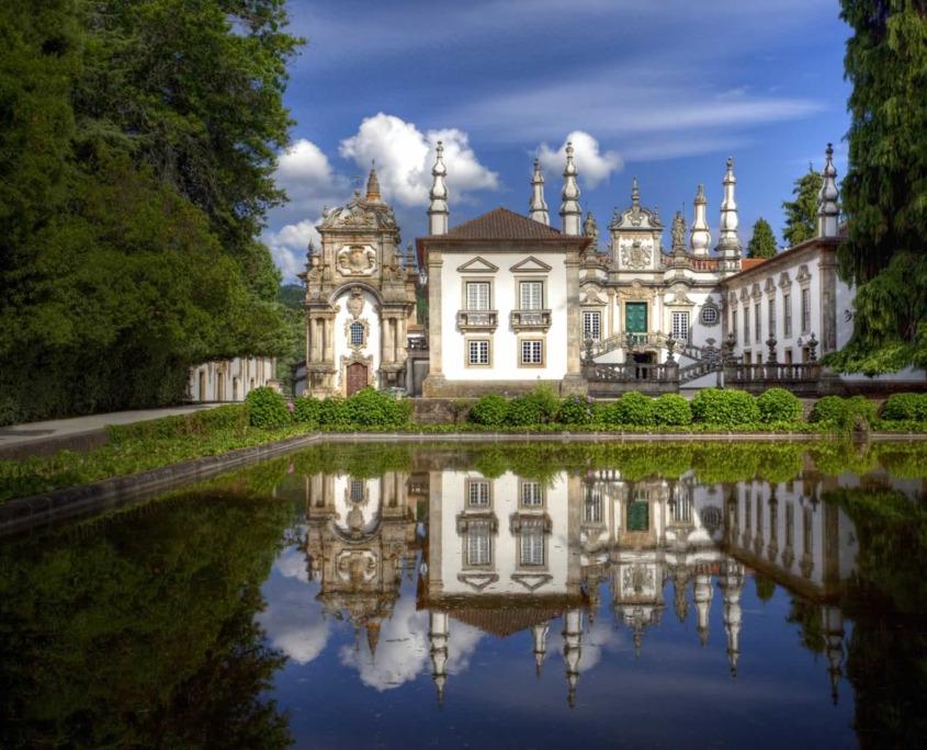 Splendide réussite de l'architecture baroque édifié au 18ème siècle avec ses splendides jardins ainsi que sa bibliothèque de 6000 livres.