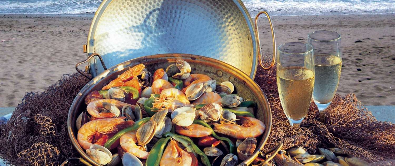 Un petit pays, une relation intime avec la mer et la terre, une grande variété régionale avec 3 dénominateurs communs : le pain, le vin et l'huile d'olive.