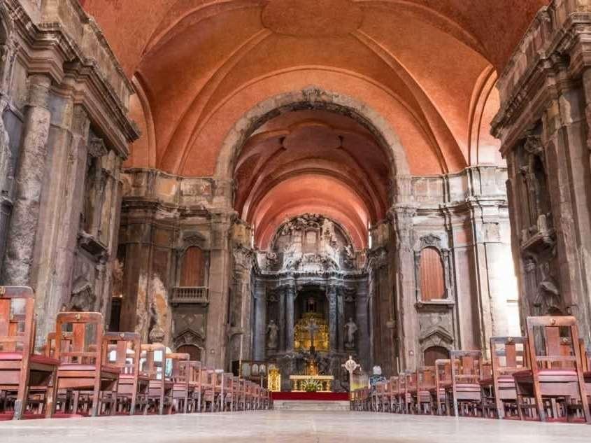 L'église de São Domingos a longtemps été depuis 1241 la plus grande des églises de Lisbonne et l'un des monuments lisboète qui a résisté au tremblement de terre de 1755.