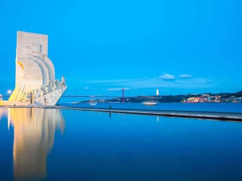 Une capitale vibrante représentant à la perfection la culture portugaise qui allie le modernisme aux traditions et à un patrimoine unique, une capitale à l'équilibre subtil entre une grandeur passée et un dynamisme contemporain, un lieu où se mélangent plusieurs époques et les atmosphères propres de chacun de ses quartiers historiques.