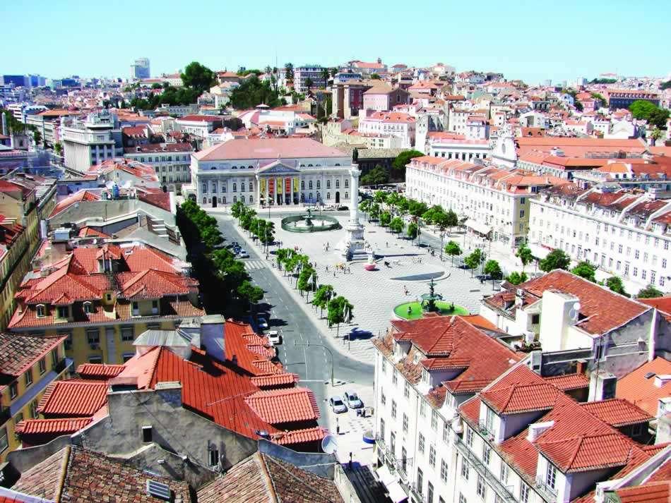 Avec un guide local pour la visite de la Tour de Belém, le Monument des Découvertes, le monastère de Jerónimos, le quartier populaire d'Alfama, la Place du Commerce et la Cathédrale de Lisbonne.