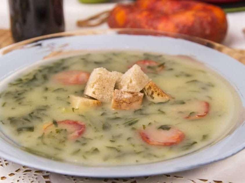 Soupe épaisse au chou, populaire et traditionnelle, se dégustant dans tout le Portugal avec du Chorizo.